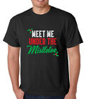 MEET ME UNDER THE MISTLETOE Christmas kiss party funny Men's T-Shirt