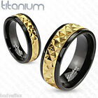 AWESOME MENS SOLID TITANIUM BLACK GOLD STUD CENTER ACCENT WEDDING BAND RING